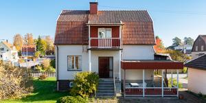 Villan på Klockartorp såldes innan visning. Foto: Mäklarringen