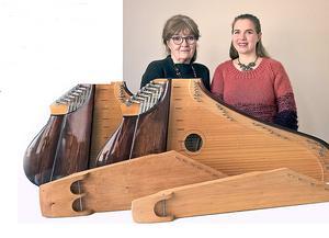 Helena Tuupanen och Sandra Häggström i Kantele duon som ger konsert i Kopparbergs tingshus på lördag 8 december.