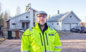 Per- Ola Ahlströms politiska intresse väcktes inte på riktigt förrän i valet 2014, men då stod han på listan för Folkpartiet.