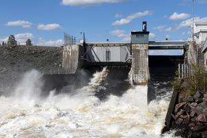 Strömkraftverket Båthusströmmen, norr om Idre ,släpper nu massor av vatten förbi turbinerna.