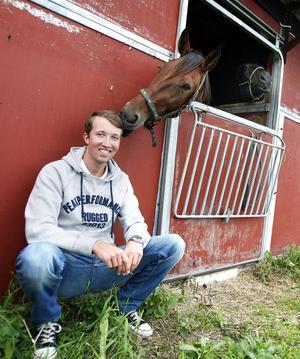 Rikard har alltid älskat hästar.
