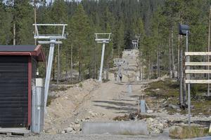 Nu har de första liftmasterna i satsningen på Himmelfjäll rests.