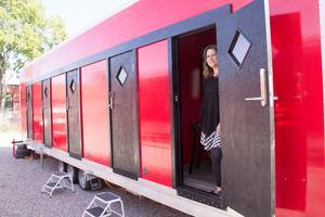 Fem sovrum får plats i modulen som kan transporteras på trailer mellan de olika boplatserna.
