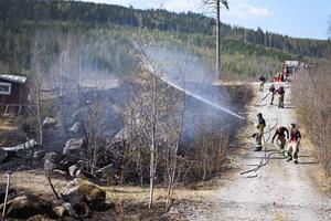 Brandmännen lyckades få stopp på branden innan den spred sig till skogen.