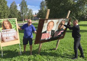 De slåss om väljarnas gunst i valrörelsen. Men under tisdagsförmiddagen hjälptes de åt, Ulf Hällqvist (C) och Ingemar Hellström (S).