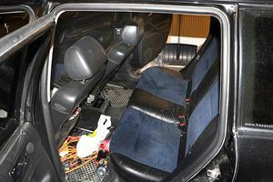 Bilen där 25-åringen tvingades in och befarade att han inte skulle överleva. Foto: Polisen