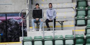 David Batanero och Juanjo Ciércoles såg slutet av torsdagens matchspel på träningen, från läktaren.