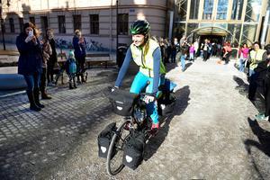 Fredrika Ek lämnade Sundsvall för att cykla jorden runt den 8 mars 2015.