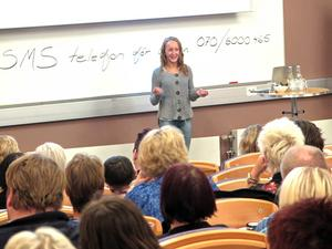 120 skötare från hela Sverige är samlade till konferens i Gävle. Här lyssnar de till Sofie Asp.