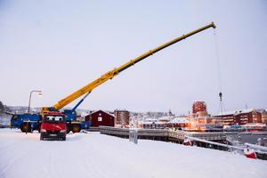 Båtbärgningen skedde i Örnsköldsviks inre hamn.