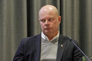 Arbetssituationen på ekonomikontoret oroar Nicklas Bremefors.