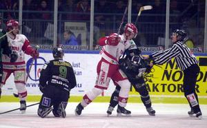 Schnabel härjade säsongen 2000/2001. Här i hemmamötet mot Björklöven. Bild: Thord Eriksson