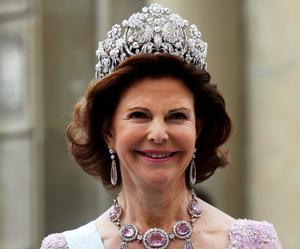 Drottning Silvia berättade engagerat om hovets juveler i TV-programmet. Det gillade Monica och håller inte alls med Bertil Paulson som tyckte programmet ar lite magstarkt