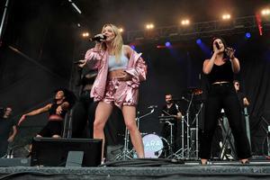 Zara Larsson kom tia när musikindustrin.se, svenska musikbranschens digitala branschpublikation, listade de tio mäktigaste kvinnorna i Musiksverige. Västeråsaren Therése Liljedahl kom tvåa. Bild: TT