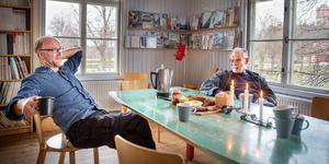 """Arkitekterna Jakop Lindergård och Walter Druml och flera av deras kollegor i Järna är kritiska mot kommunens bygglovshandläggning. """"Man hade önskat att tjänstemännen skulle hjälpa vanliga medborgare att uppfylla sina drömmar i stället för att leka polis och leta fel"""", säger Jakop Lindergård."""