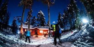 Huggsjöstugan håller öppet åtta helger under vintern och lockar varje säsong flera tusen besökare.