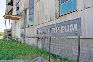 På lördag 26 maj invigs museet i Malmberga. Stålskylten är i princip det enda som är nytt i det fantastiska museet över en svunnen industriepok.
