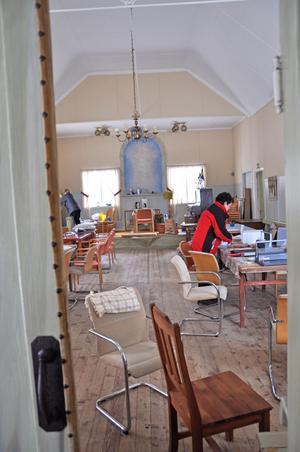 FEST. Föreningen hyr ut lokalen för arrangemang och fester. Just nu är det fullt i kyrksalen då de håller på att bygga ett nytt kök.