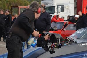 Innan Anders Edh startar bilen måste allt vara i ordnin.