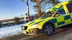 En av de två ambulanser som larmades till olyckan lämnar olycksplatsen utan patient.