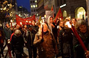 Manifestation för att hedra minnet av Kristallnattens offer.  Foto: Henrik Montgomery/TT