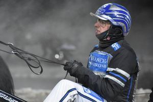 Nicklas Westerholm kan blicka tillbaka på ett framgångsrikt fjolår – och vann i årspremiären på Rommetravet med Nakoda Goj.