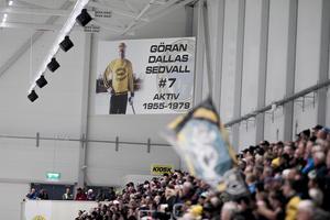 I Helsingehus Arena hänger en stor hyllningsbanderoll till Göran