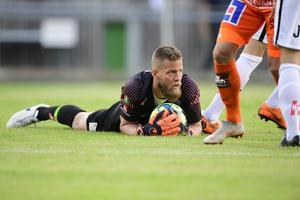 Jönköping Södras målvakt Frank Pettersson hyllar Anton Fagerströms vår i superettan. Foto: Mikael Fritzon / TT