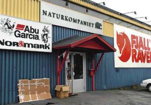 I oktober 2008 stals kläder av värde en halv miljon kronor från Naturkompaniet.