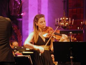 Rosanne Philippens violin, imponerade med sitt spel.