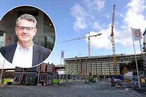 Stadsbyggnadsnämndens ordförande i Södertälje Håkan Buller (S) är glad åt regeringens byggbonus, som i år är 22 miljoner kronor.