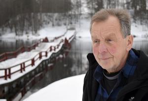 – Det känns bra att Trafikverket agerade så snabbt och att bron åter ligger på vattnet, säger Gunnar Östberg, ordförande i Österfors byalag.