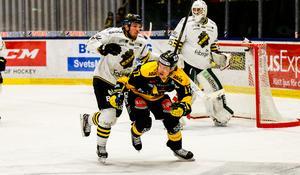 William Wikman under en av VIK:s möten med AIK i ABB Arena förra säsongen.