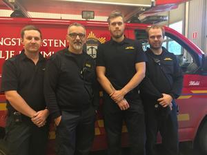 På Blidö är brandstationen navet för många Blidöbor just nu. Från vänster Joakim Andreassson, styrkeledaren Martin Breton, Daniel Larsson och Christian Pettersson.
