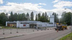 Rivningen av Klövenäs/Sebra är nu avslutad och tomten är förberedd för bostäder. Men första spadtaget dröjer.