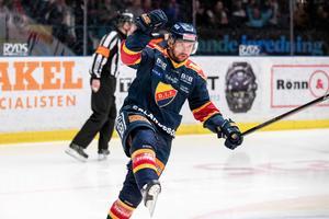 Niclas Bergfors i Djurgården. Den här säsongen gjorde han 21 poäng på 52 matcher i grundserien, och ytterligare åtta på 19 matcher i slutspelet. Foto: Bildbyrån.