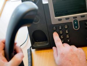 En man från Borlänge har dömts för att ha hotat sin handläggare på Arbetsförmedlingen. Hotet uttalades via telefon. Mannen förnekar brott.  OBS: Bilden är tagen i ett annat sammanhang.   Foto: Adam Ihse/TT