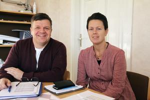 Jag tror att vi är i mål under nästa vecka, säger Hans Jonsson (C) här tillsammans med Jennie Forsblom (KD). Han tror de fyra borgerliga partierna C, KD, M och L sätter sig ner och samtalar tillsammans nästa vecka.