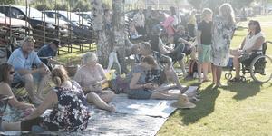 Det var fullt med folk på Hede hembygdsgård redan vid femtiden under lördagens picknick.