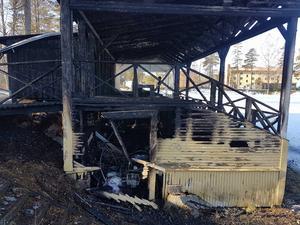 Branden förstörde mer än halva läktaren i Fredriksberg.