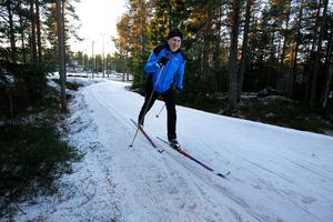 500 meter runt. Det var det spår du kunde åka vid Ängen på Södra berget i december 2013. Trots det enformiga konstsnöspåret samlades ett myller av längdentusiaster. Fotodatum: 2013-12-30 Bild: Sofie Wiklund