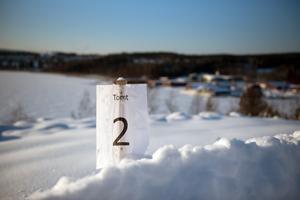 Tomt 2 är en av tomterna som har en vidsträckt utsikt över Dekarsöfjärden.