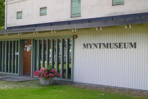 1983 invigdes Avesta Myntmuseum. Där visas mynt från vikingatiden till våra dagar. Foto Seved Johansson