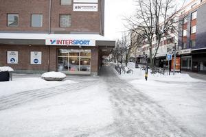 """Nästa vecka blir det utförsäljning på Intersport. """"Folk är mindre trogna de lokala butikerna"""", konstaterar konkursförvaltaren Olof Riesenfeld."""