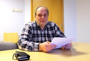 Roger Uppgård och Masarna har bestämt sig för att lösa den tunga ekonomiska situationen och räknar med att det kan ta närmare tio år.