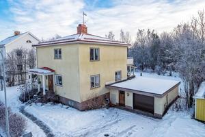 Denna femrumsvilla i Falu kommun placerade sig på plats fem på Klicktoppen för vecka fem, sett till dalaobjekt på fastighetssajten Hemnet.Foto: Mikael Tegnér