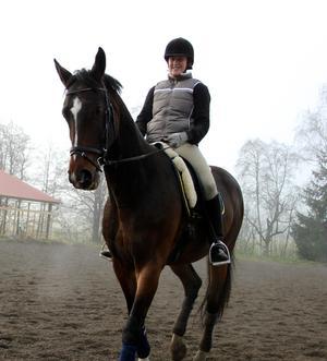 Hon pluggade till sjuksköterska, men sista vårterminen blev det för mycket med tentor, extrajobb och hästarna som skulle skötas. Foto: Privat