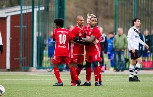 Med tre omgångar kvar av säsongen nosar Sala FF på en plats i division 2.