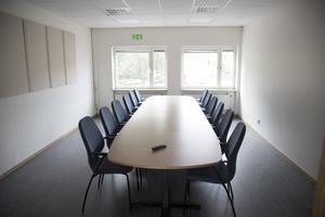 Både inredning och lokaler är nya. Här ett mötesrum för lärarna.