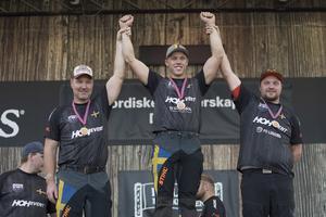 Dalarna bäst i norden! Ferry Svan, guldgrabben, flankeras av tvåan Hans-Ove Hansson och trean Pontus Skye. Foto: Privat.